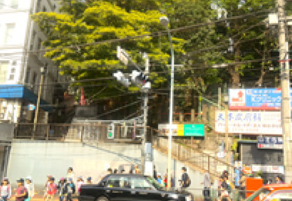 JR大森駅西口 横断歩道を渡って左